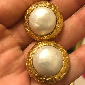 CHANEL vintage 24k plated pearl clip on earrings